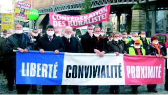 Fin 2007, Avenue de Suffren à Paris, les cafetiers-buralistes se sont tous bâillonnés, acte symbolique pour marquer leur mécontentement