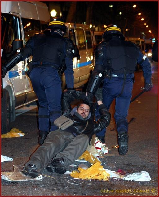 29 Janvir 2009 Manifestion greves generales PARIS Opera arrestation d'un manifestant