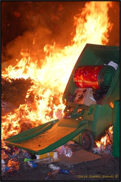 29 Janvier 2009 Manifestation PARIS OPERA poubelles en feu