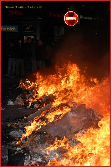Une barricade de feu sur le boulevard des Italiens