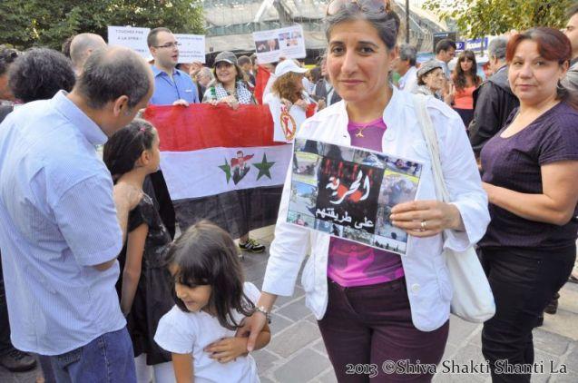 29Aout2013 PARIS Fontaine des Innocents NON à LA GUERRE EN SYRIE